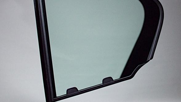 Bei uns im Hause werden ESG- und VSG-Glas sowie Scheiben aus PMMA umspritzt.    Mehr über Scheibenumspritzungen >>>